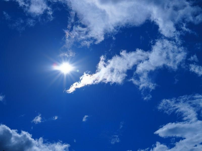 蓝天白云图片 阳光 蓝天 白云壁纸壁纸 蔚蓝天空蓝天白云壁纸壁纸 蔚蓝天空蓝天白云壁纸图片 蔚蓝天空蓝天白云壁纸素材 风景壁纸 风景图库 风景图片素材桌面壁纸