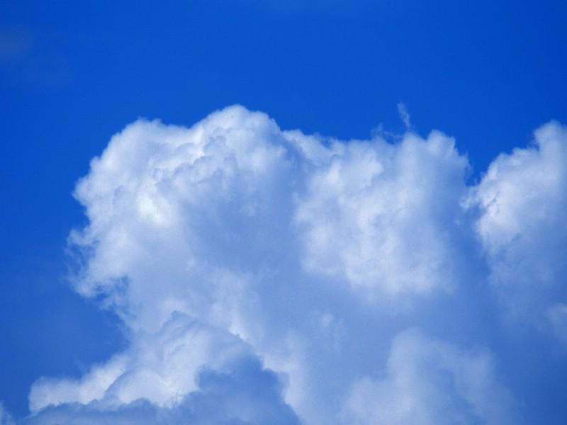 天空中的白云 蓝天白云壁纸壁纸 蔚蓝天空蓝天白云壁纸壁纸 蔚蓝天空蓝天白云壁纸图片 蔚蓝天空蓝天白云壁纸素材 风景壁纸 风景图库 风景图片素材桌面壁纸