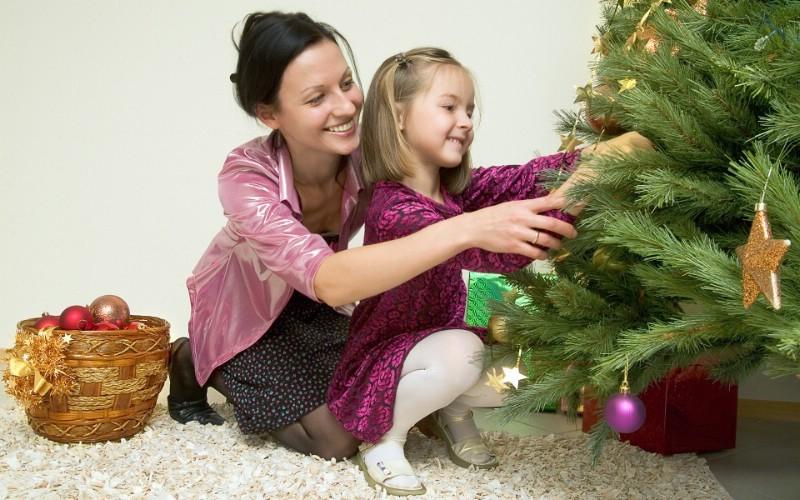 布置圣诞树 可爱宝宝过圣诞图片壁纸,快乐圣诞节-圣诞