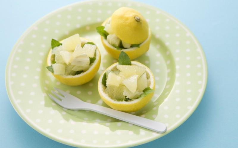 柠檬杯图片壁纸 餐桌上的水果水果甜点摄影一壁纸